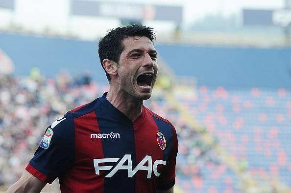 Tensioni a Bologna, aggredito l'ex azzurro Dzemaili dopo gli allenamenti