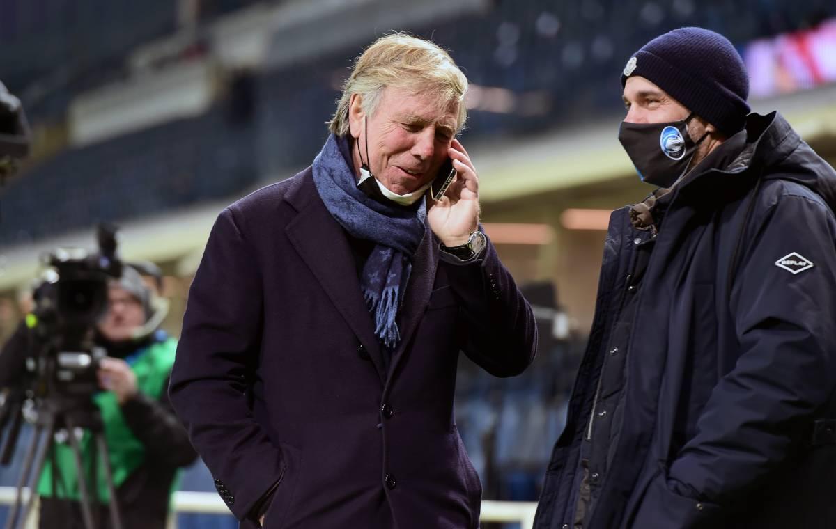 Enrico Preziosi parla al telefono
