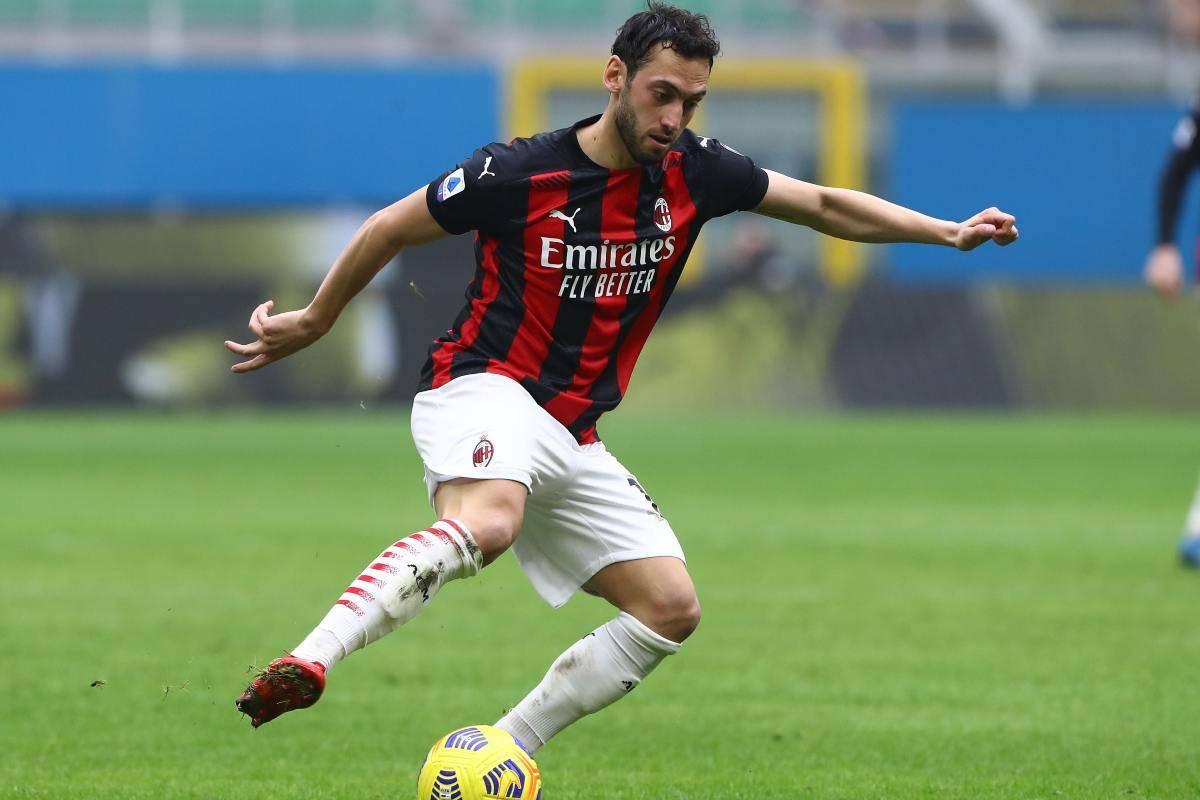 Hakan Calhanoglu pronto a rinnovare con il Milan