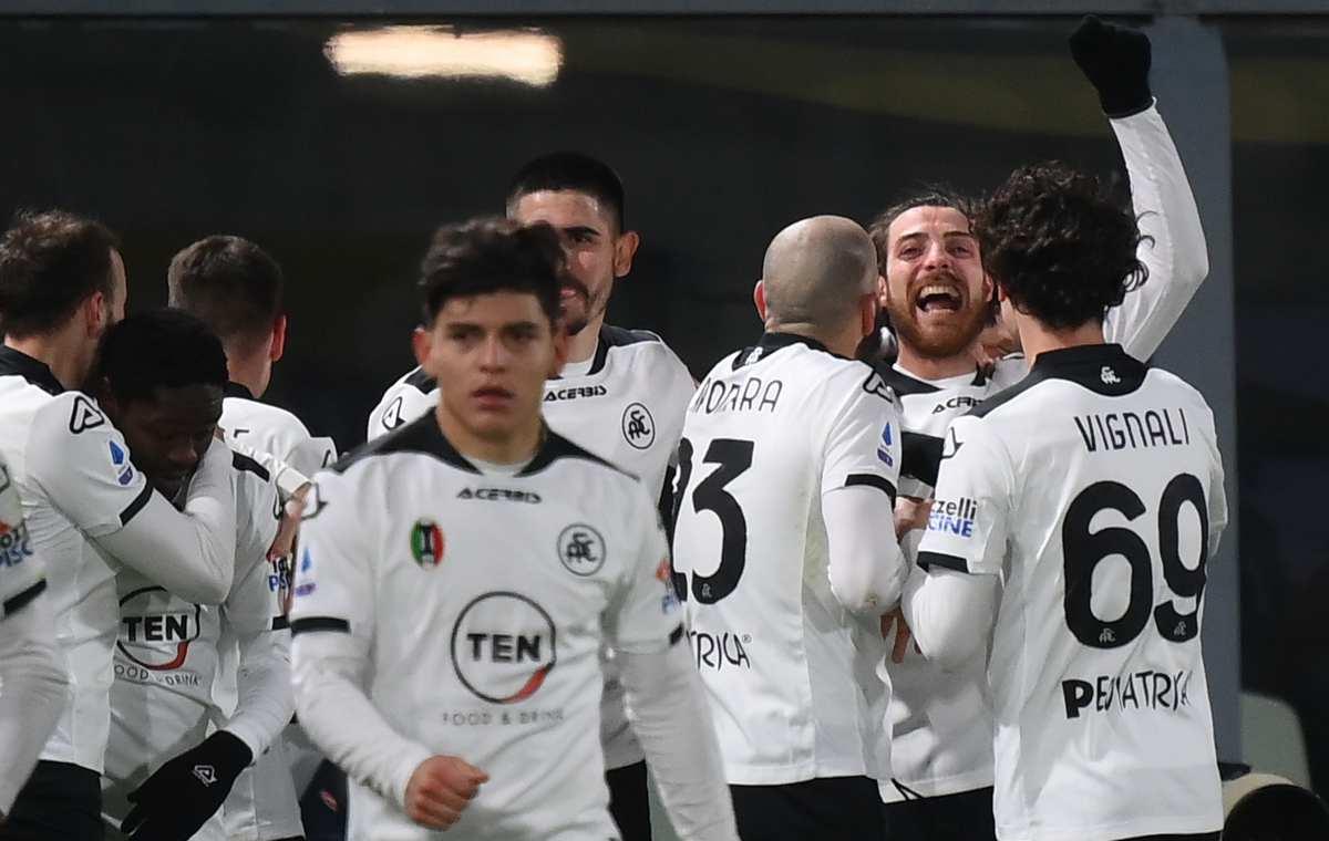 Lo Spezia esulta dopo aver battuto il Milan