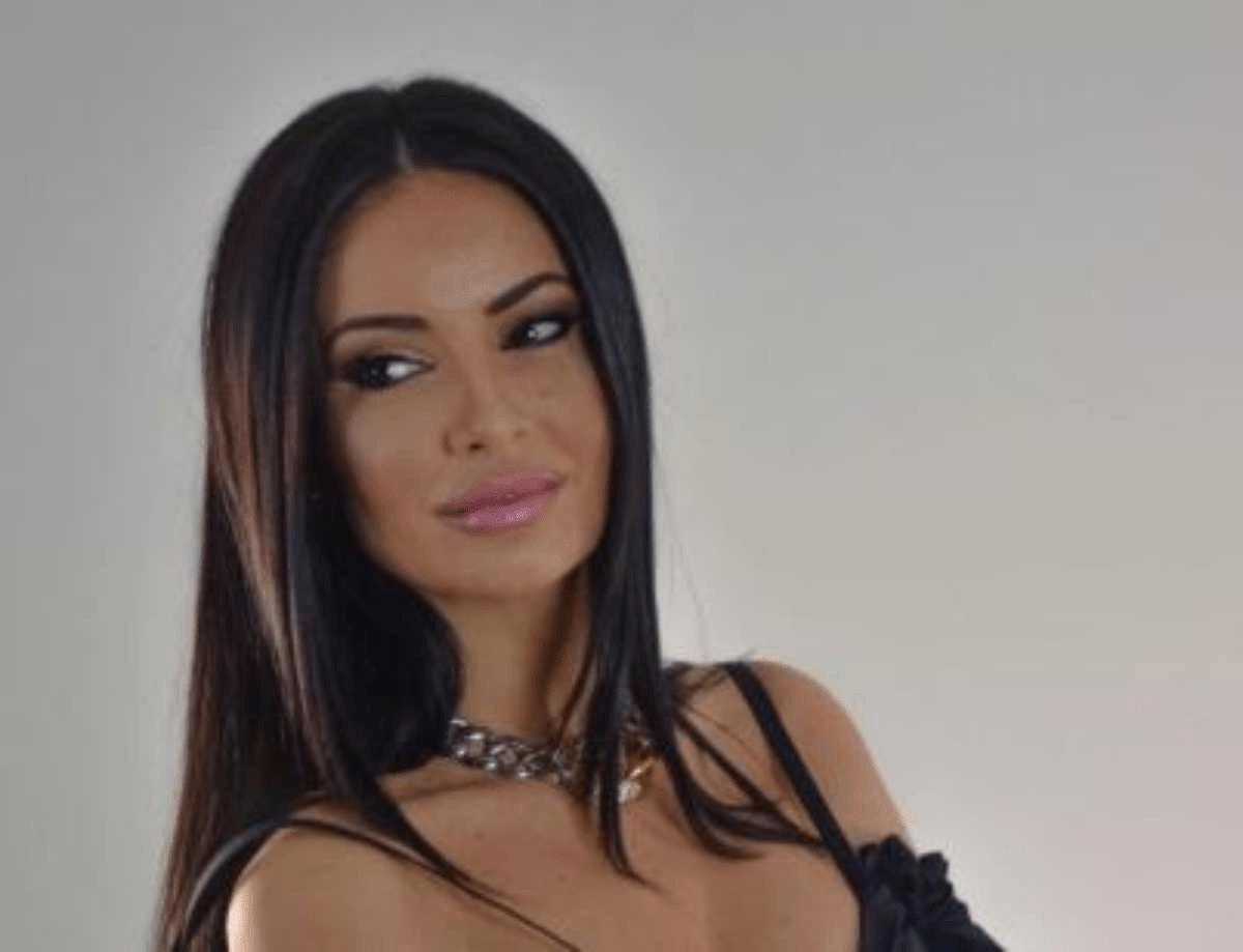 Monica Bertini scollatura vertiginosa