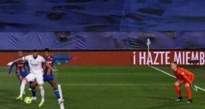 Real Madrid-Barcellona, spettacolo ed emozioni in Liga. Le due squadre spagnole si sono affrontate in un match da primato.