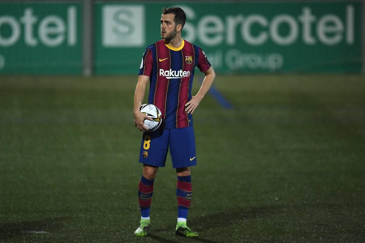 Miralem Pjanic si sente di troppo al Barcellona e vuole cambiare aria