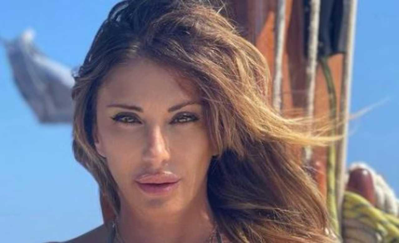 """Sabrina Salerno divina, la showgirl non """"lascia"""" i suoi fan!"""