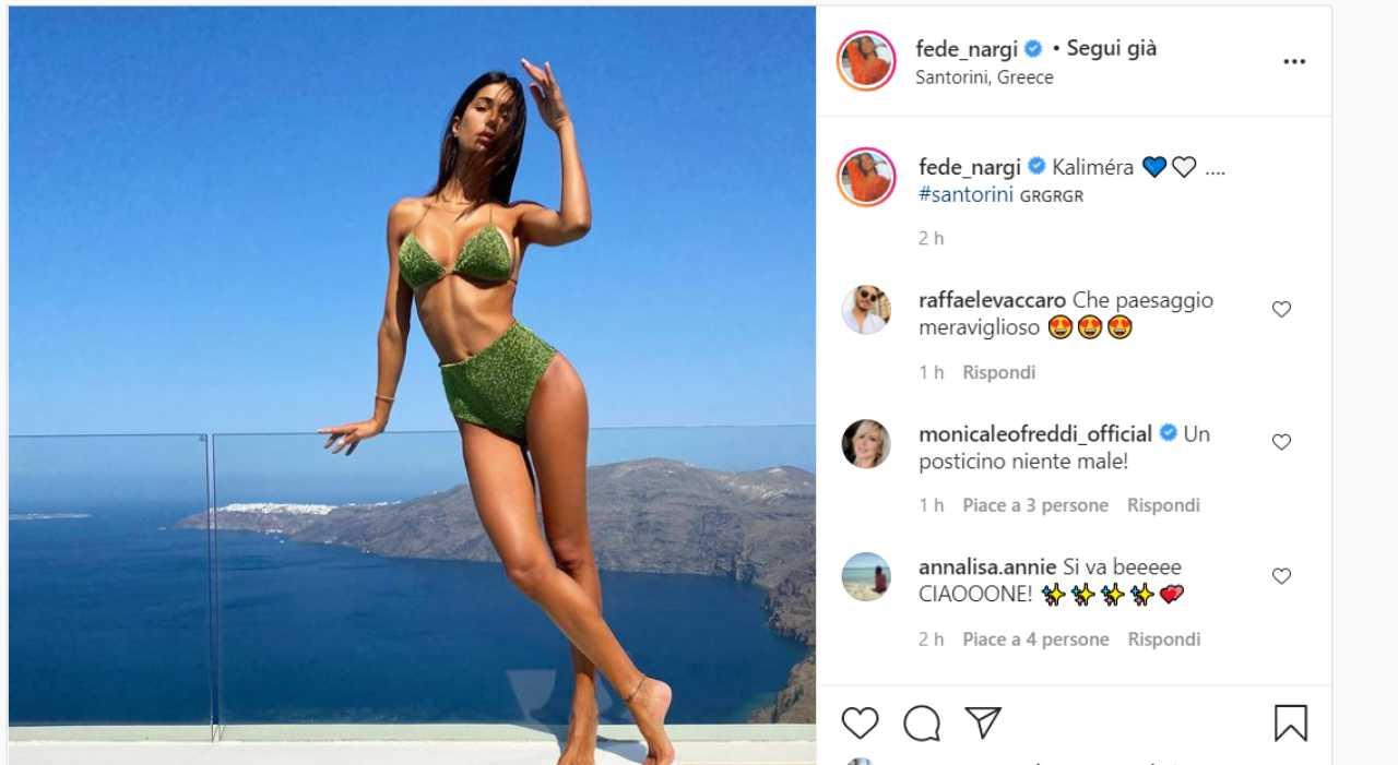 Federica Nargi spettacolare, l'ex velina incanta Santorini