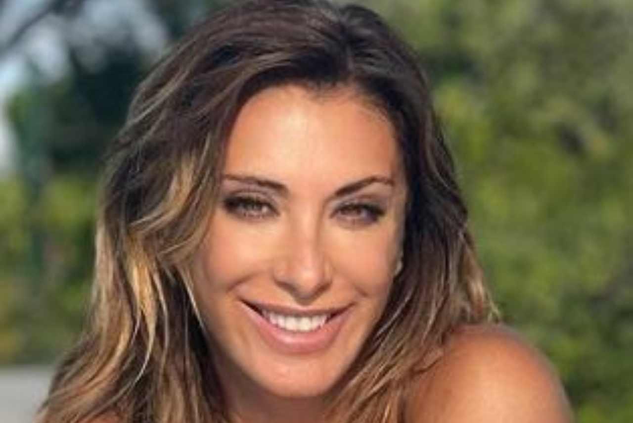 Sabrina Salerno eccezionale, che scatti in piscina!